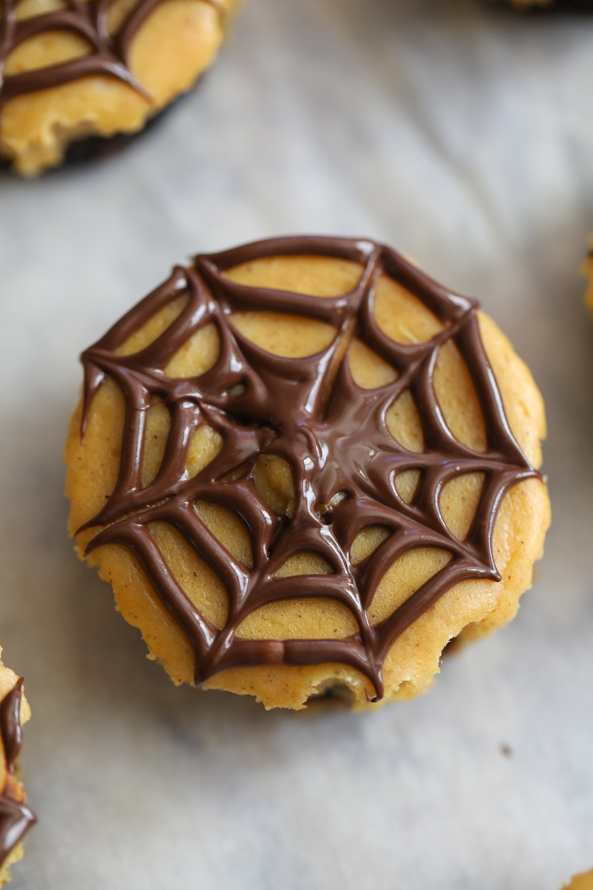 halloween oreo cheesecakes with spider web on top