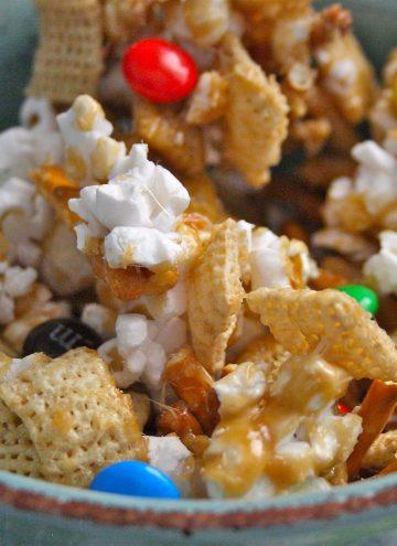 Crunchy Caramel Munch Mix