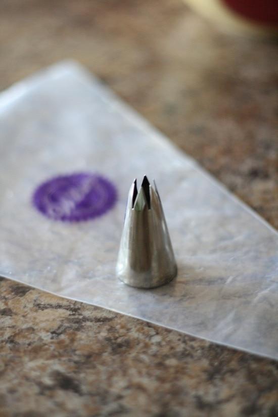 piping bag and tip