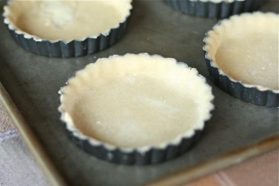 tart pans with pie crust