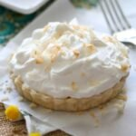 Banana cream pie with coconut