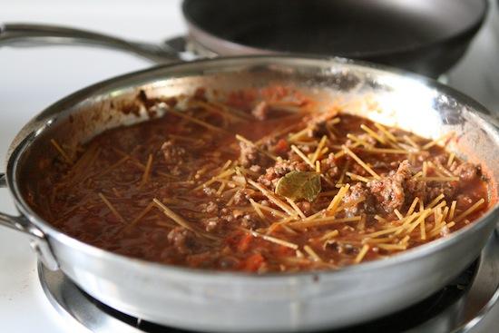 spaghetti in sauce