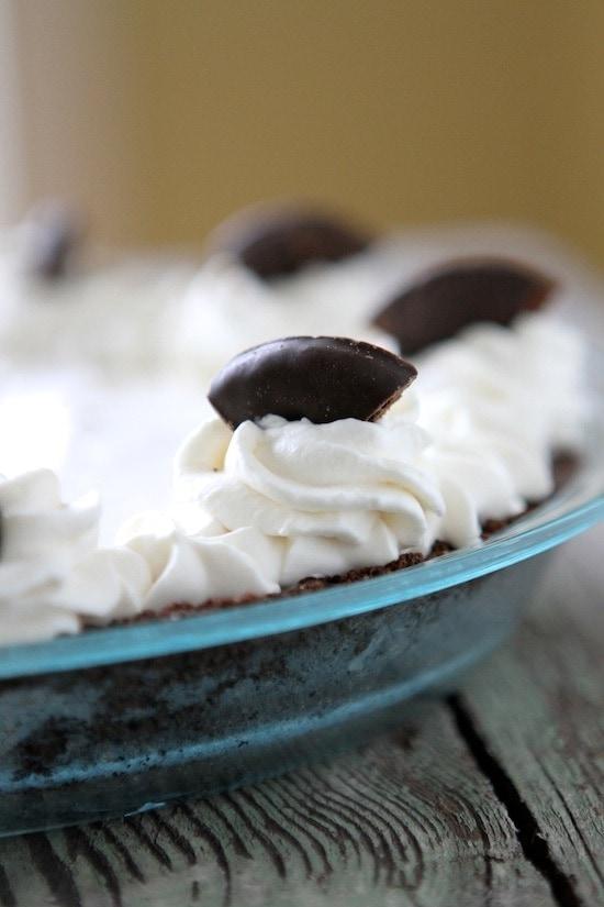 Thin Mint Cream Pie from www.laurenslatest.com