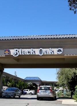 black oak hotel sign