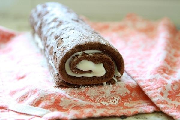 Assembling Roll Cake