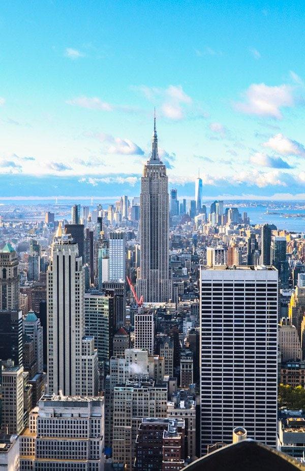 A large skyscraper in a city