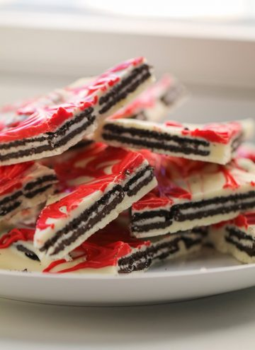 Cookies and Cream Christmas Bark