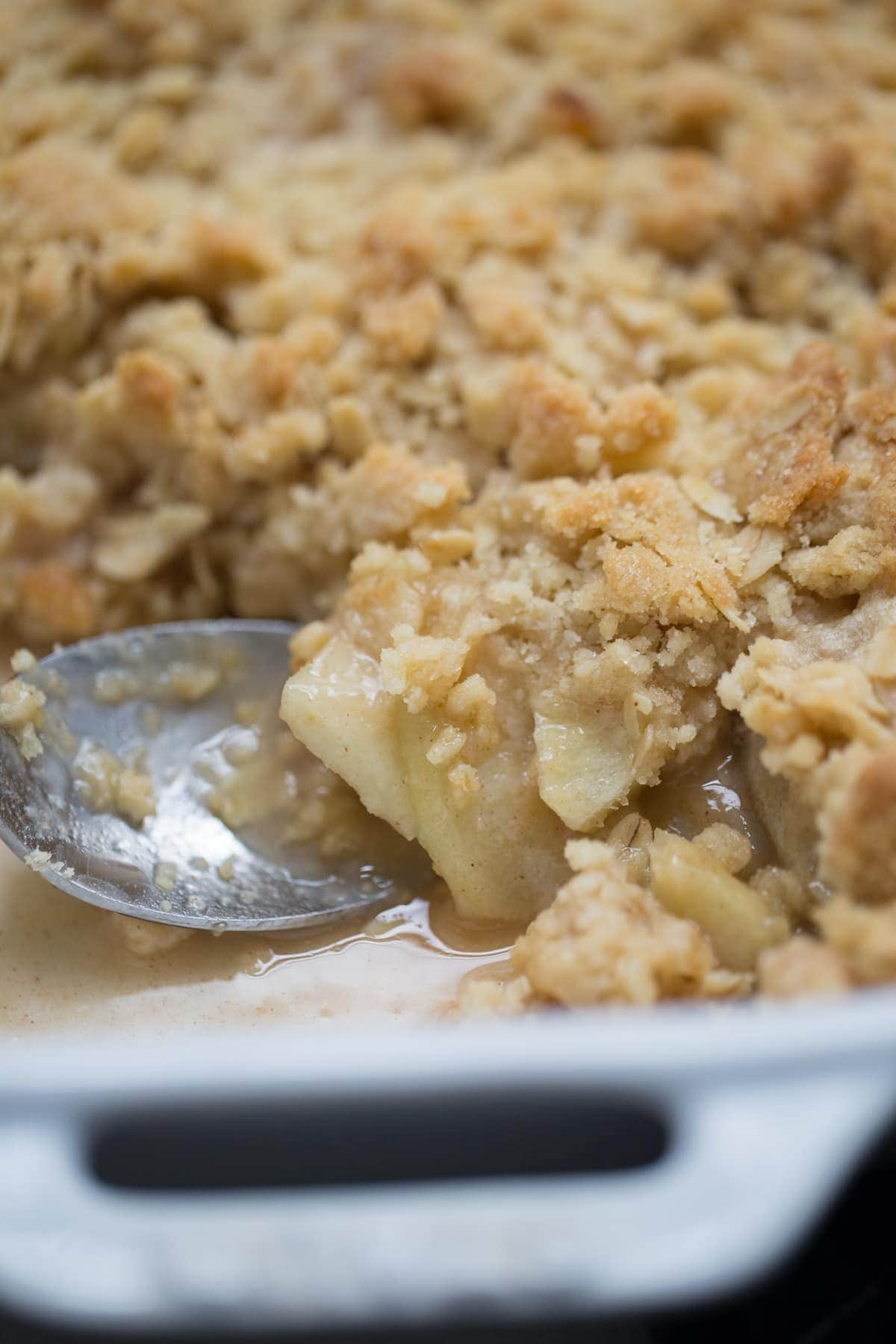 serving apple crisp dessert