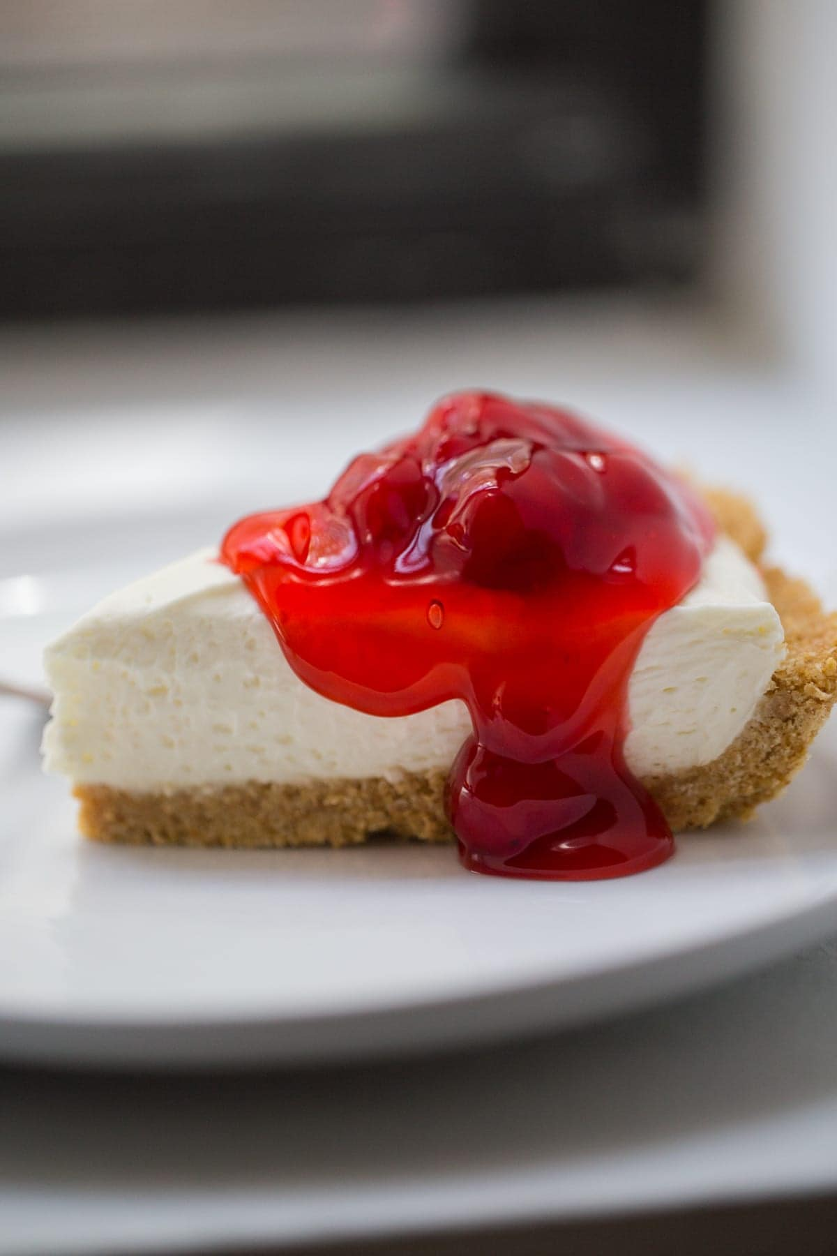 No bake cheesecake in glass pie plate