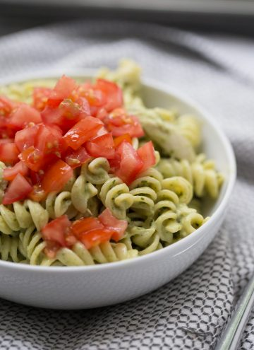 chicken pesto pasta with tomatoes on top