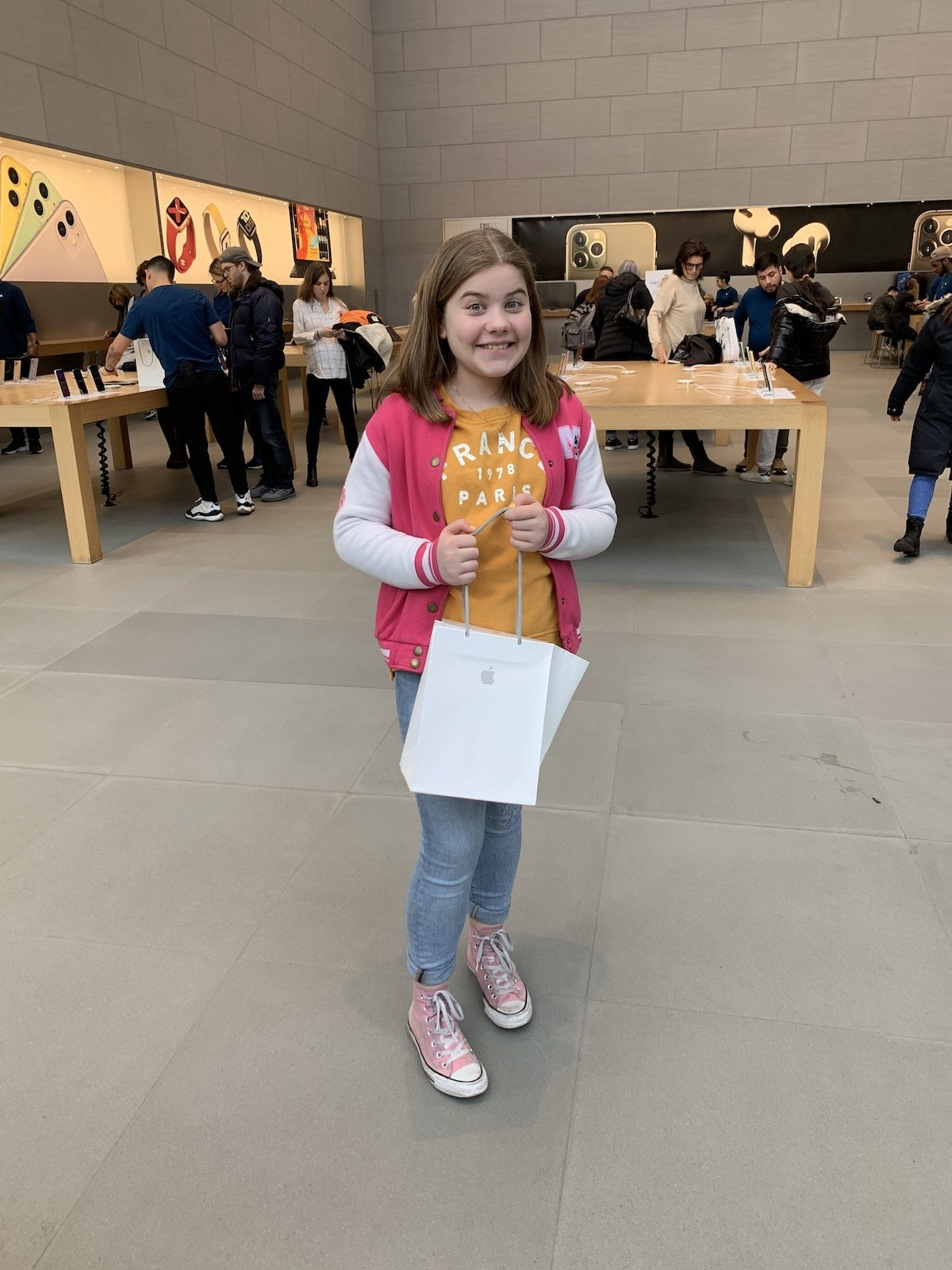 Brooke getting an Ipad at the Apple store