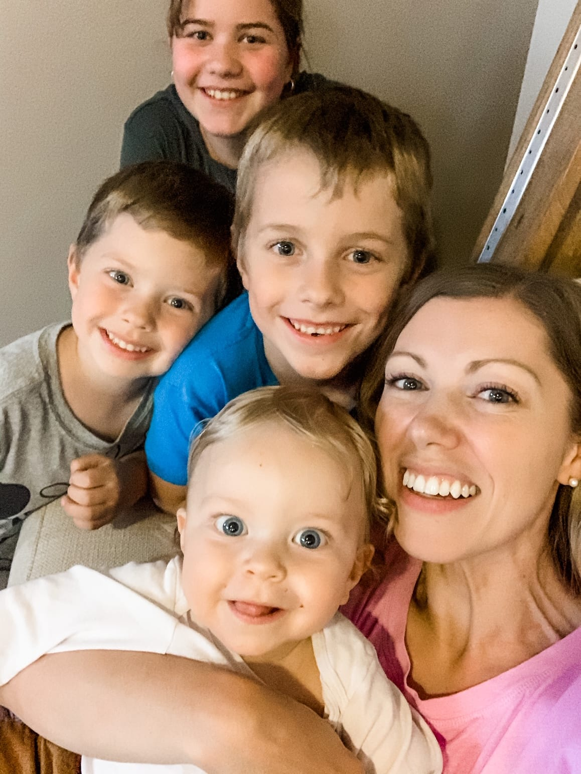mom smiling with four kids