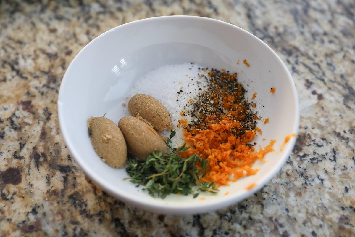 turkey dry brine ingredients in white bowl
