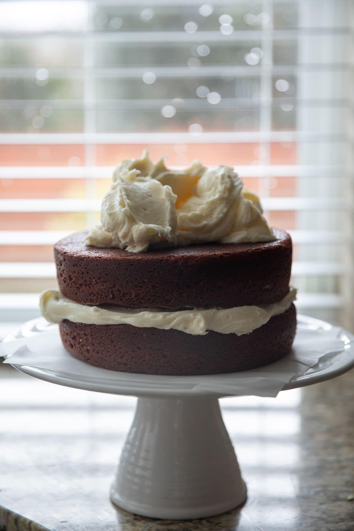 frosting red velvet cake